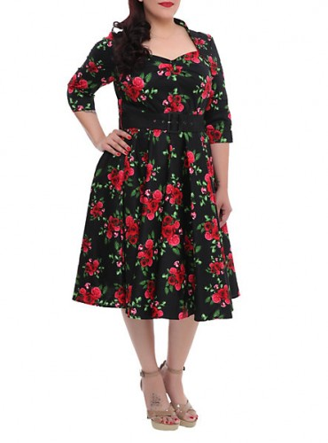 1950s plus size dress in floral print by Hell Bunny. Find more 1950s plus size dresses at Sahafah24.info/1950s