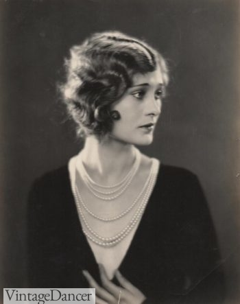 Dolores Costello, 1927, strands of pearls