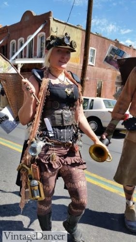 Accessorizing your Steampunk costume makes all the difference.